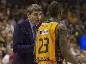 V. Perasovic en su última etapa como entrenador del Valencia Basket.