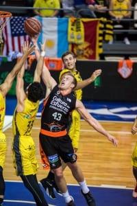 Beirán (I. Tenerife) y Sikma (V. Basket) Foto: ACBPHOTO