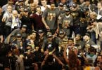 JGM02. Oakland (United States), 20/06/2016.- Cleveland Cavaliers pose for a team photo with the NBA Finals Championship Trophy after defeating the Golden State Warriors in NBA Finals game seven at Oracle Arena in Oakland, California, USA, 19 June 2016. The Cavaliers defeated the Warriors to win the NBA Finals Champions. (Baloncesto, Estados Unidos) EFE/EPA/JOHN G. MABANGLO CORBIS OUT