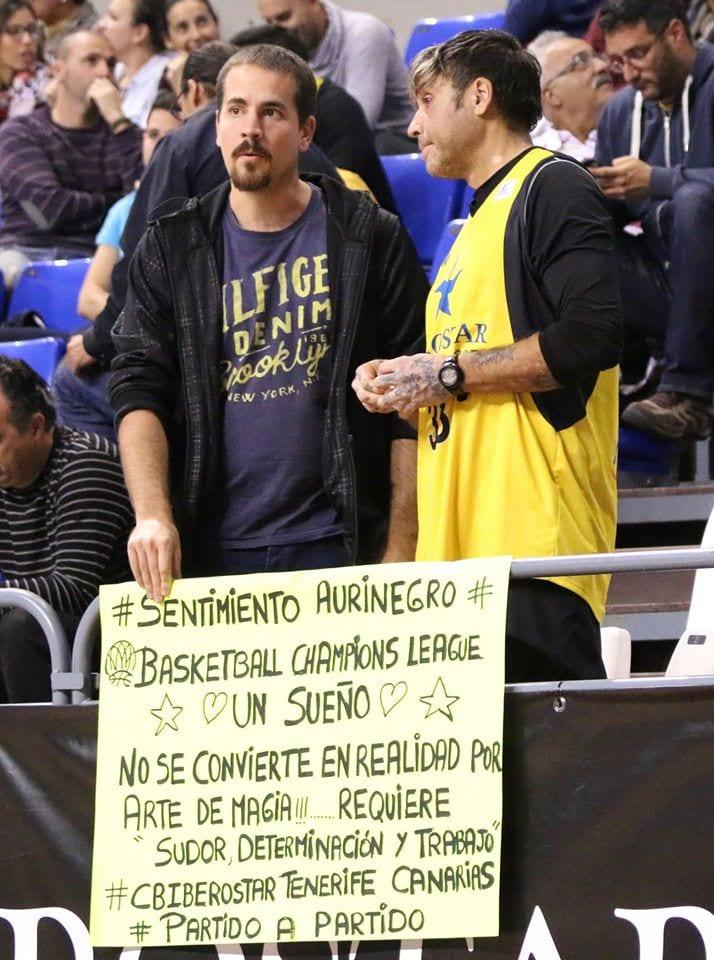 Alejandro Merino y Alexis Navarro conversando antes del comienzo del partido. Foto: Rafael Maceira