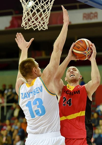 Belgium's Matt Lojeski (R) vies for the ball with Ukrain's Ihor Zaytsev during the Eurobasket 2015 group D basketball match Ukraine vs Belgium in Riga on September 10, 2015. AFP PHOTO / ILMARS ZNOTINS        (Photo credit should read ILMARS ZNOTINS/AFP/Getty Images)
