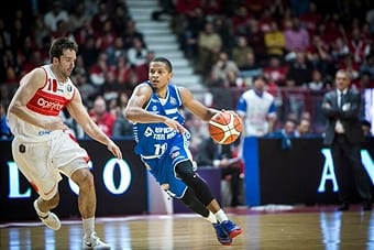 PALA2A, VARESE, ITALY - 2016/12/03: Dominic Waters (#11 Red October CantuÕ) drives to the basket during the match of italian basketball league LegaBasket A between  OpenjobMetis Varese vs Red October Cantu at Pala2a. After five straight losses to the Red October Cantu back to success in Lombardy derby with Openjobmetis Varese 92-82. (Photo by Roberto Finizio/Pacific Press/LightRocket via Getty Images)