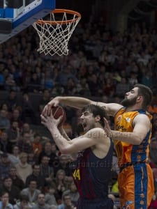 Dubljevic defendiendo a Ante Tomic