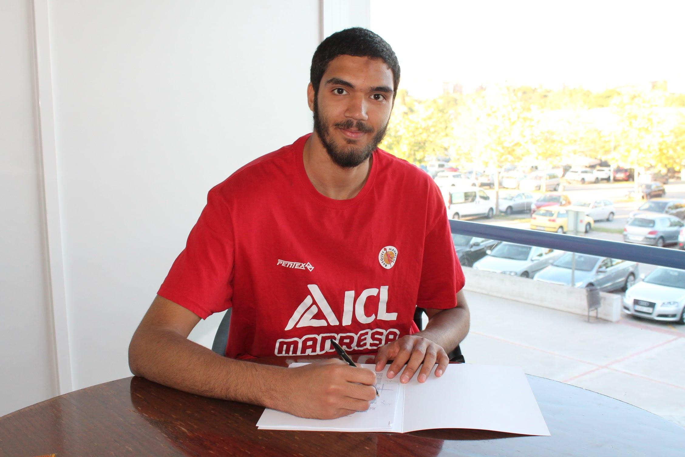 Ahmed Khalaf, renovado por 5 temporadas más con el Bàsquet ...