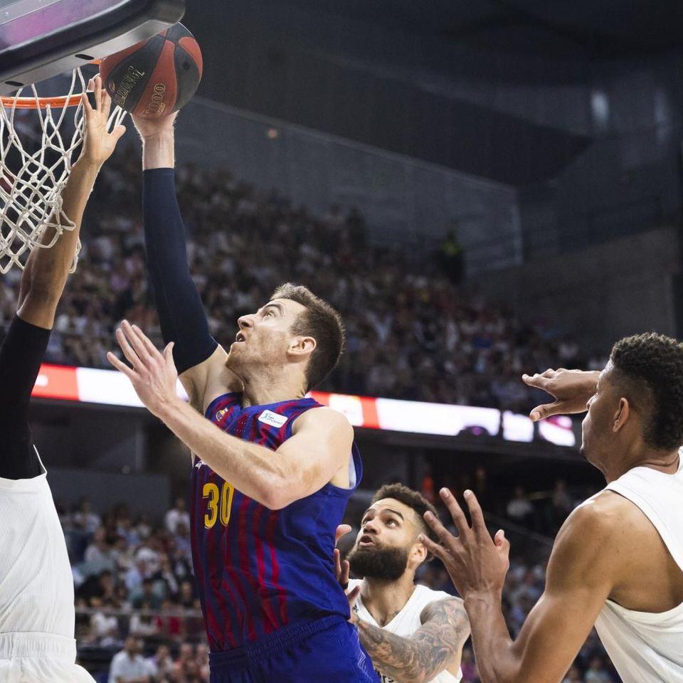 Deporte General: El Barcelona fuerza un cuarto encuentro